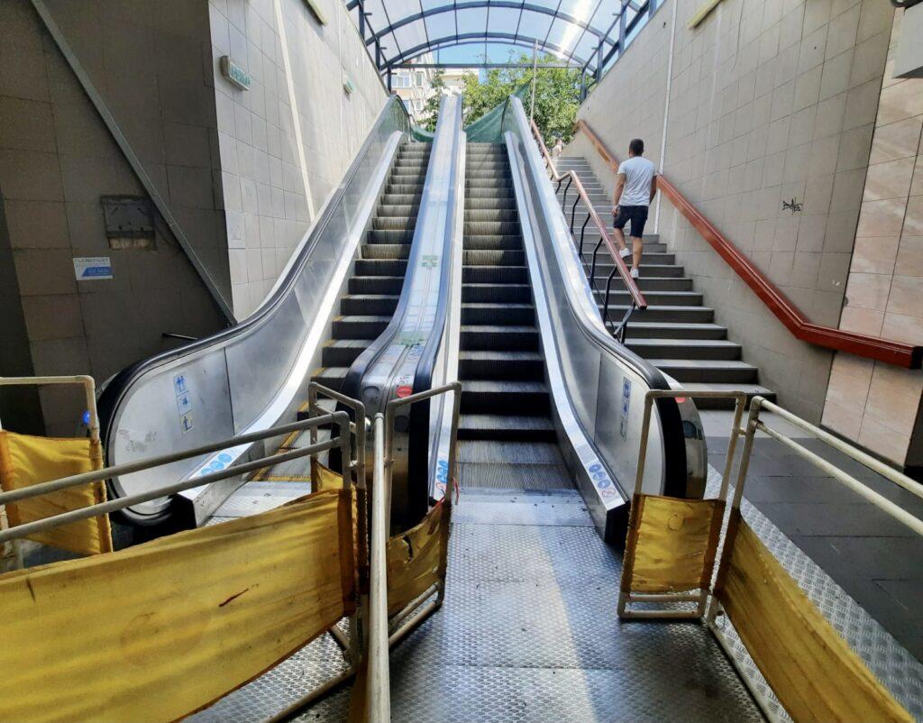 În pasajul Magnolia, toate scările rulante funcţionează!