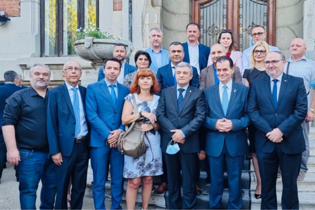 Delegație a PNL Argeș, alături de Orban la depunerea candidaturii