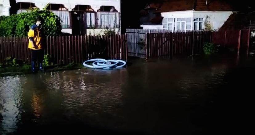 Ajutoare de urgență pentru familiile din Argeș afectate de inundații