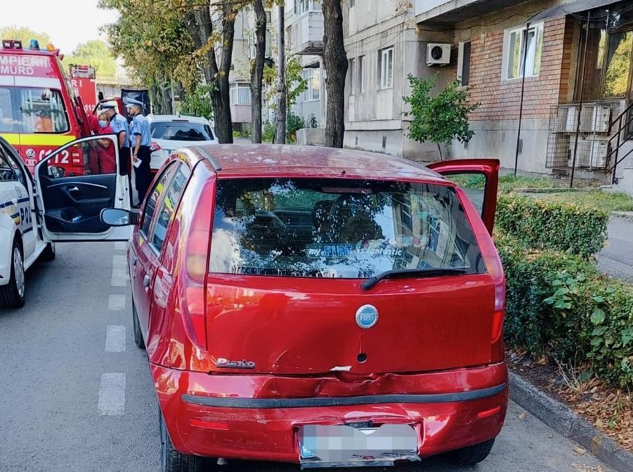 Accident cu două autoturisme implicate în cartierul Prundu din Pitești