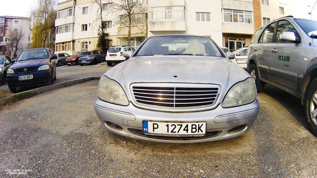 Se caută proprietarul acestui Mercedes abandonat în Pitești