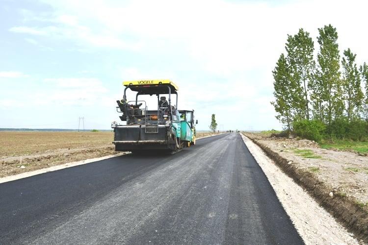 Ample lucrări pe drumurile din Argeş