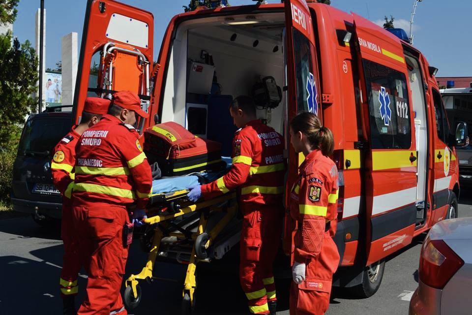 A traversat neregulamentar și a fost lovită de mașină în Pitești