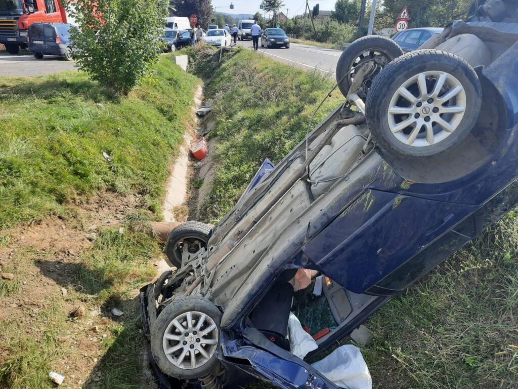 Mașină răsturnată la Mihăești. Șoferul este încarcerat!
