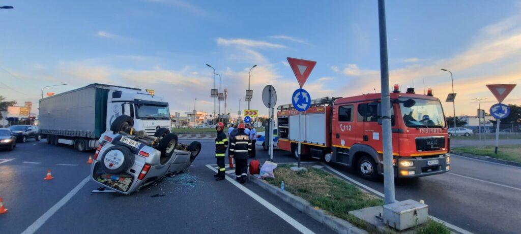 Video: Mașină răsturnată la vama Pitești după impactul cu un tir