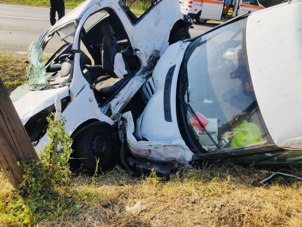 Accident cu două autoturisme implicate în Argeș