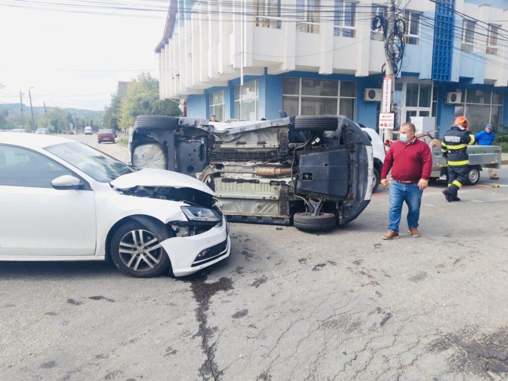 Accident cu 3 autoturisme implicate în Curtea de Argeș