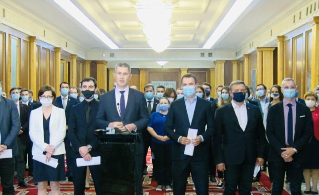 Miniştrii USR PLUS au demisionat în bloc din Guvern