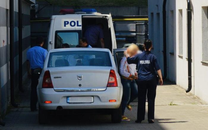 Piteșteancă anchetată pentru că nu a restituit banii găsiţi pe stradă