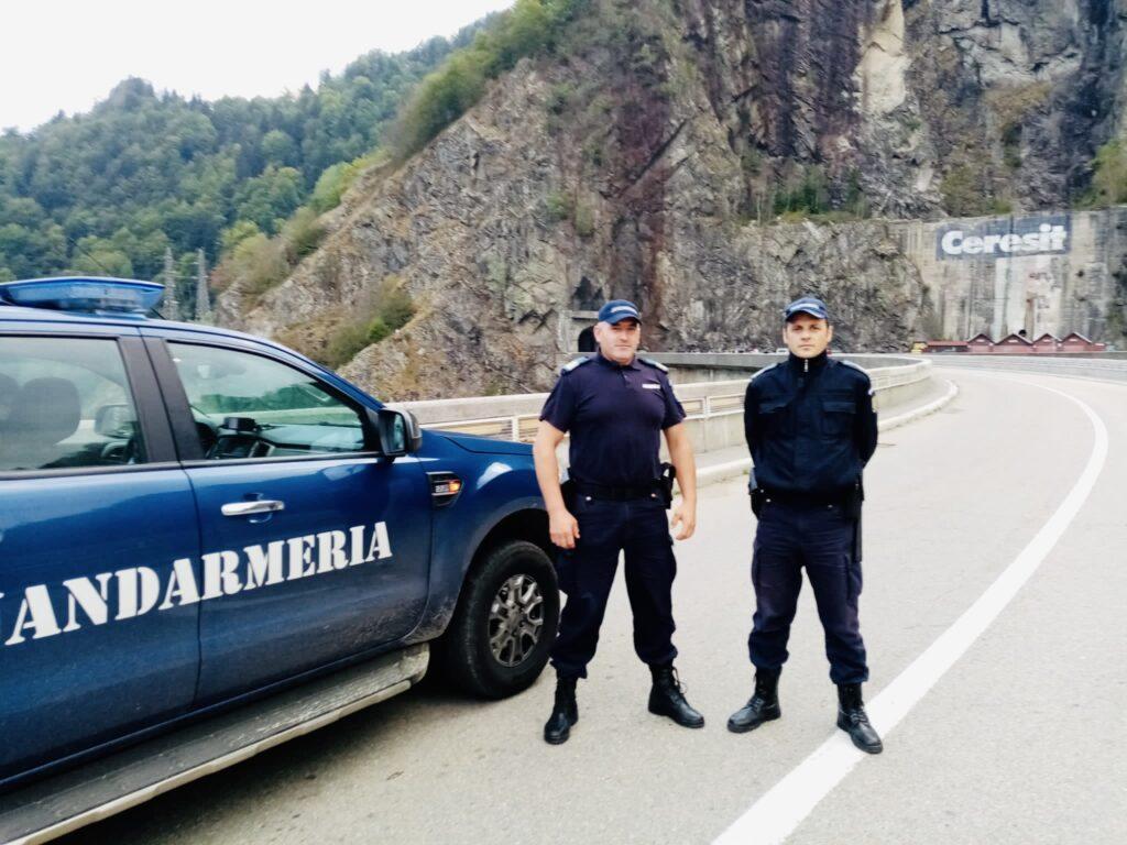 Salvat de jandarmi, după ce a amenințat că se sinucide la Vidraru