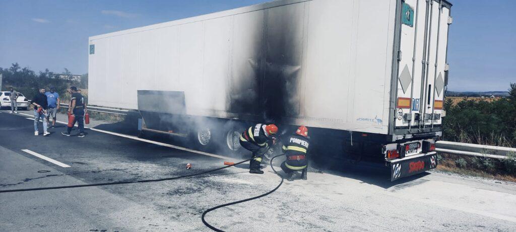Video: Un camion a luat foc la Oarja