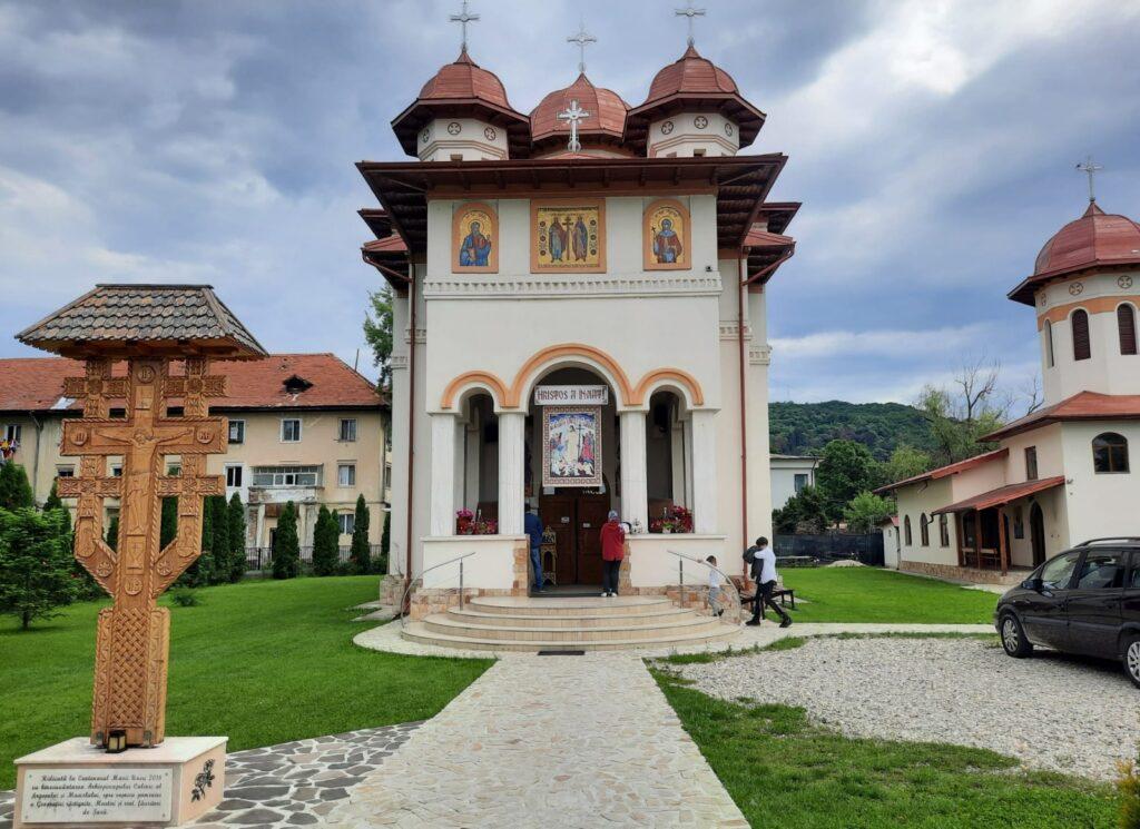 Biserica din Ştefăneşti are un sistem modern de irigare