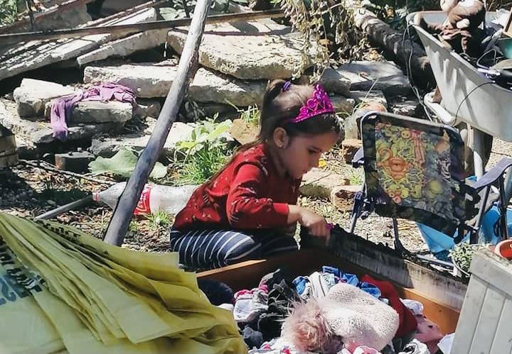 Povestea fetiței din Hârsești care caută ghiozdănelul prin cenușă