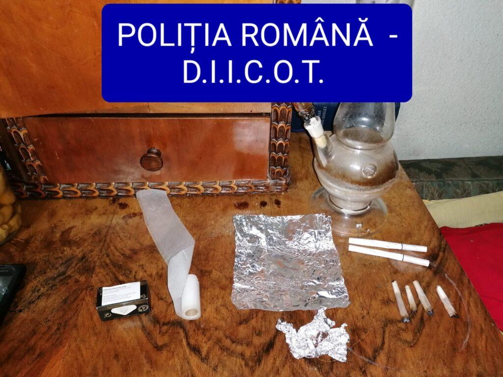 Percheziții la traficanți de droguri în Argeș. 7 persoane reținute!