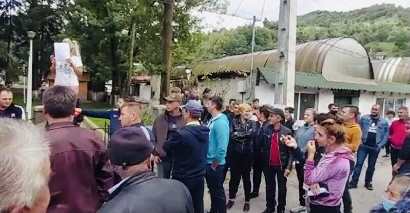Protest la Rucăr împotriva urșilor