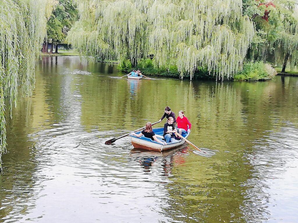 Acum: Lacul Ștrand, plin de bărci închiriate cu ora!
