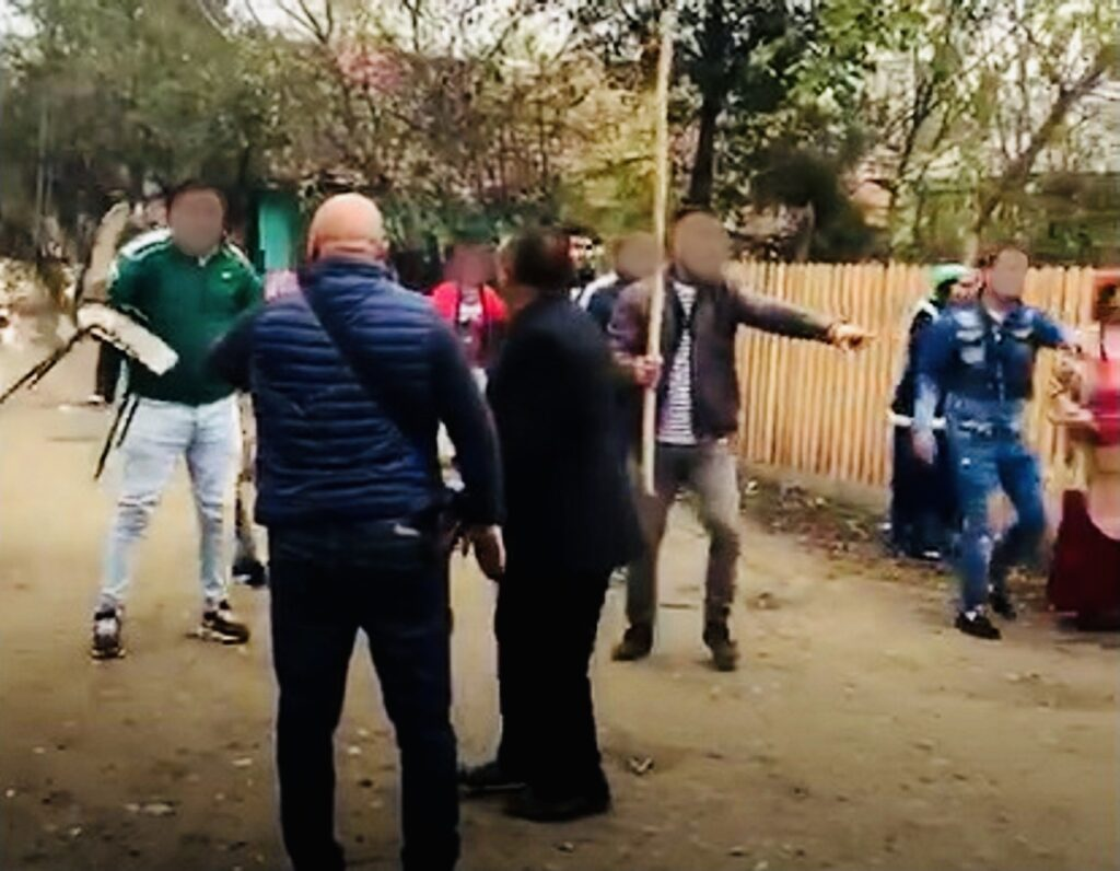 12 persoane duse la sediul Poliției după bătaia de la Vlădești