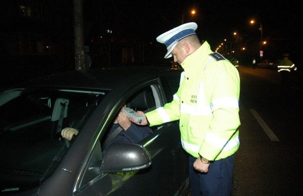 Băut fiind, a intrat într-o mașină pe contrasens în Pitești