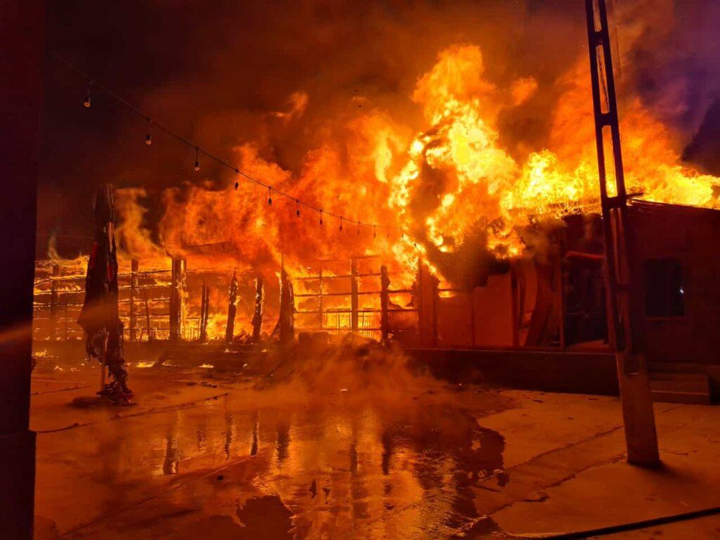 Incendiu violent în Argeș. Un restaurant s-a făcut scrum!