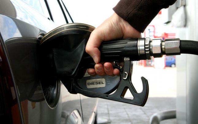 Benzina, tot mai scumpă! Cât plătim pentru un plin?