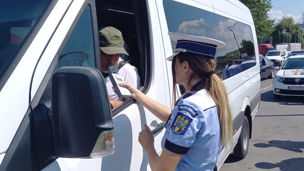 Șofer de microbuz în Argeș, amendat cu 9.000 de lei