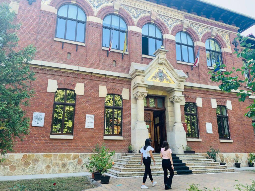 Alte şase clase au fost închise din cauza Covid în Argeş