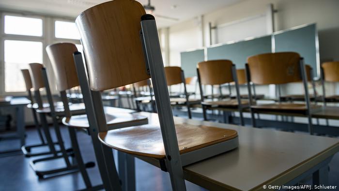 45 de clase închise în Argeş din cauza infectărilor cu Covid