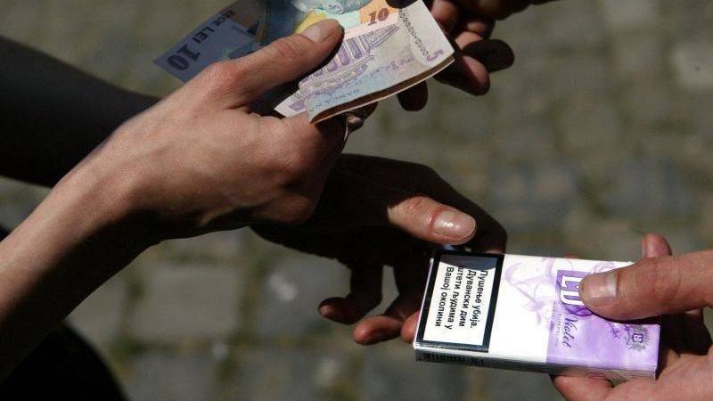 Piteşteancă  de 48 ani, prinsă că vindea ţigări pe