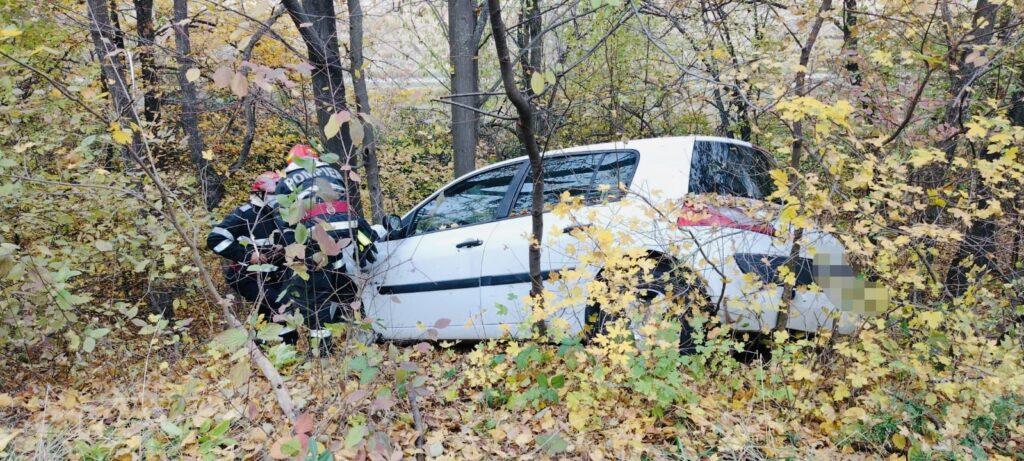 O șoferiță din Argeș a ajuns cu mașina în șanț