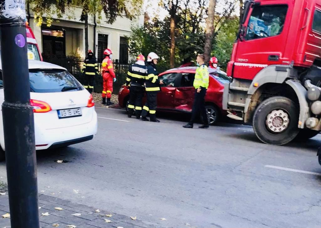 Accident între un autoturism și un tir în intersecția ITM Pitești