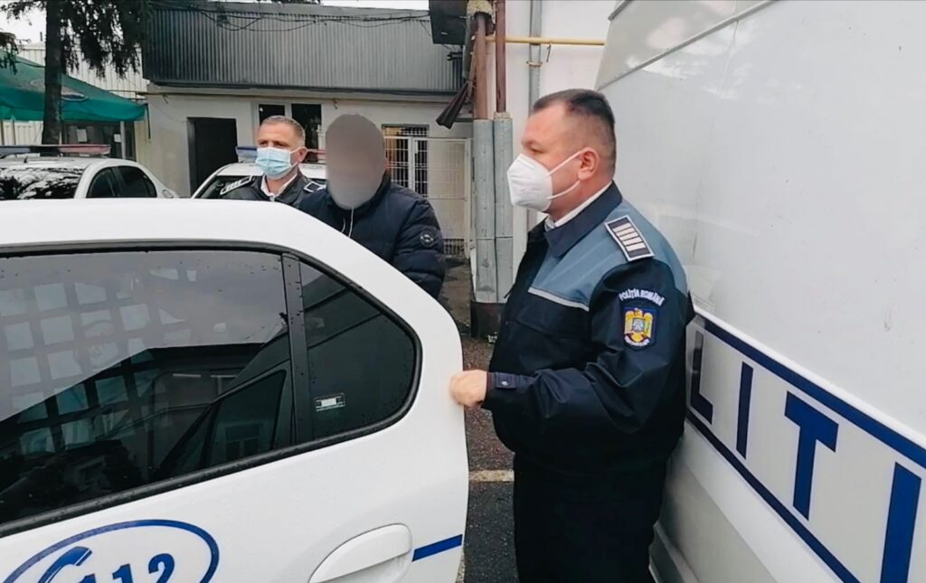 Tânăr din Pitești reținut după ce și-a bătut cu bestialitate iubita