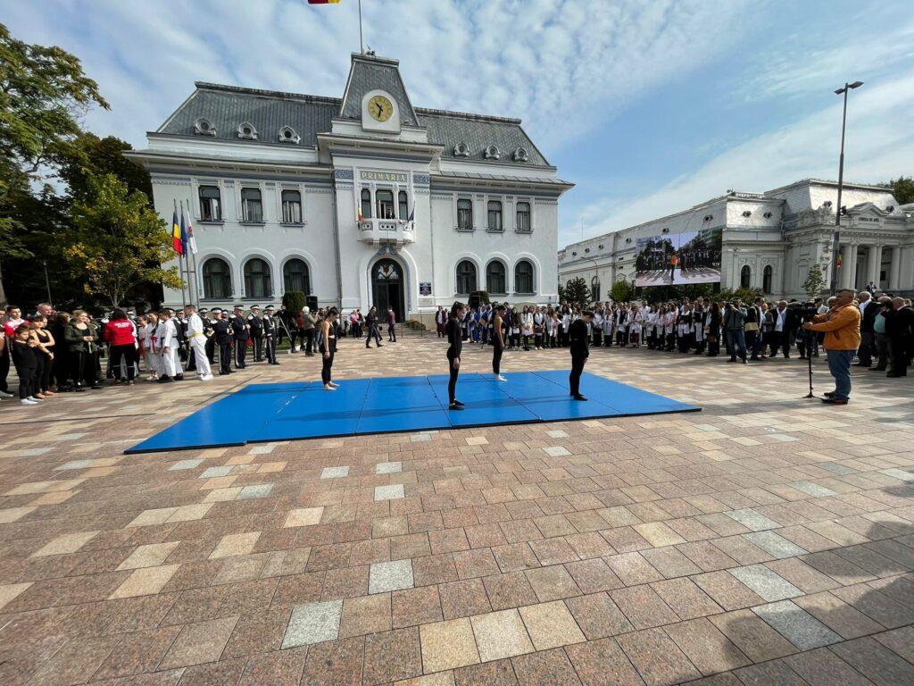 UPIT sărbătorește deschiderea anului universitar în Piața Primăriei