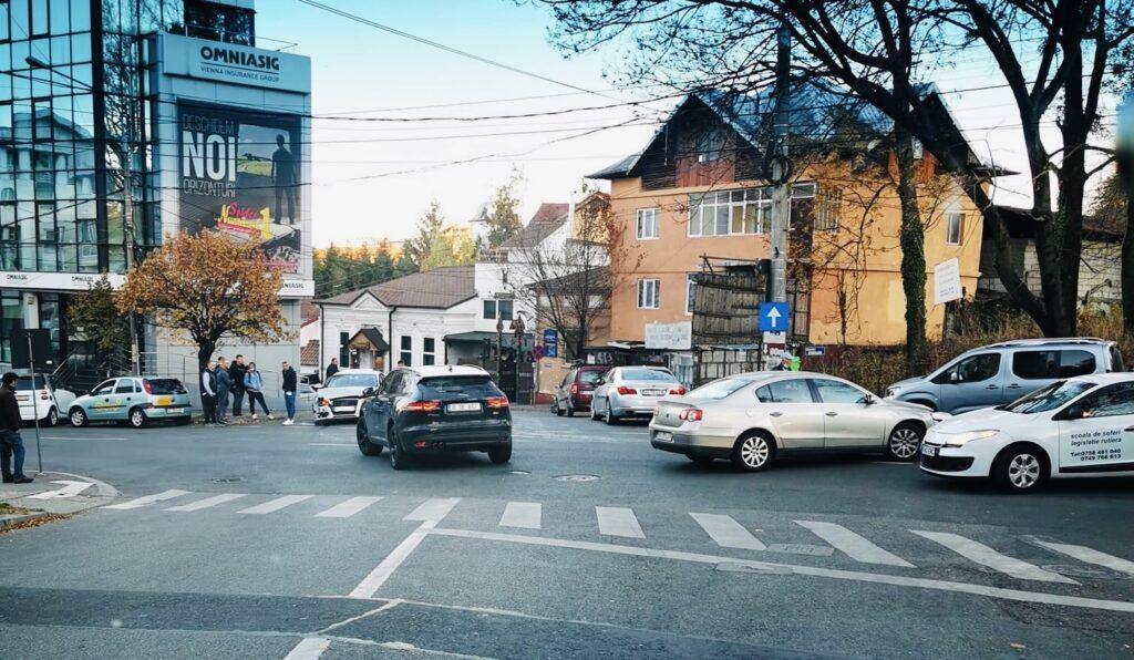 Accident cu două autoturisme implicate în Pitești