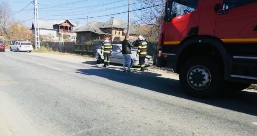 Video: O mașină a luat foc în Argeș
