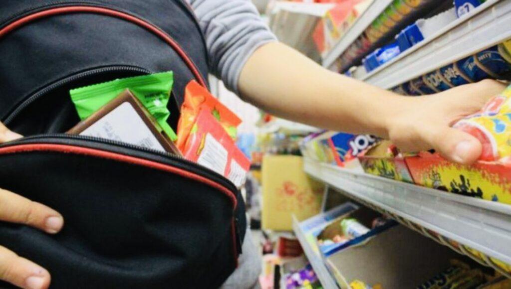 Un băiat de 14 ani a furat bunuri dintr-un magazin din Pitești