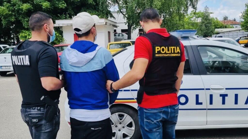 Reținut după ce și-a sechestrat și bătut iubita de 16 ani în Pitești