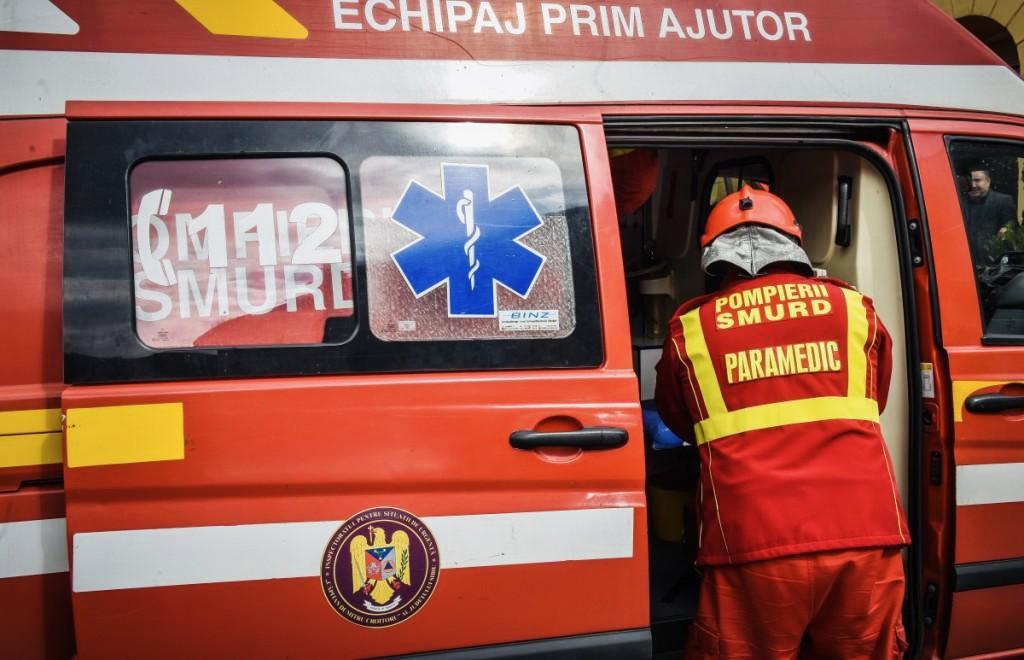 Tentativă de suicid în Argeș, pompierii au spart ușa femeii!