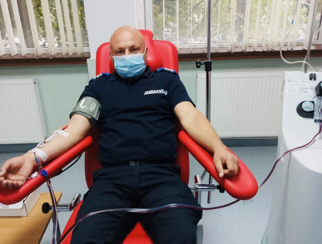 Misiune pentru viață: Jandarmii argeșeni donează sânge