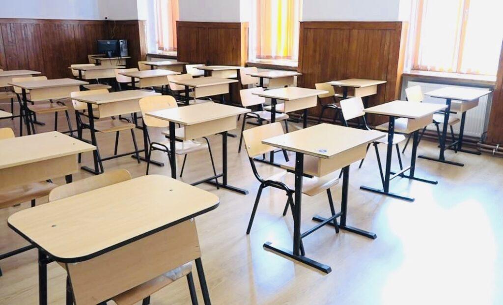 293 de clase închise în Argeș, sute de elevi și profesori infectați