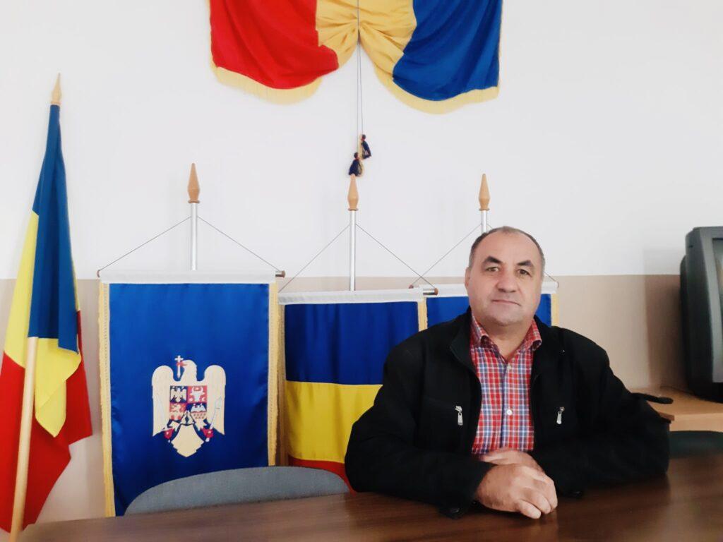 Primarul de la Teiu a oficiat căsătoria unor miri septuagenari